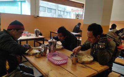 Enviament de l'última partida al menjador social de Katmandú